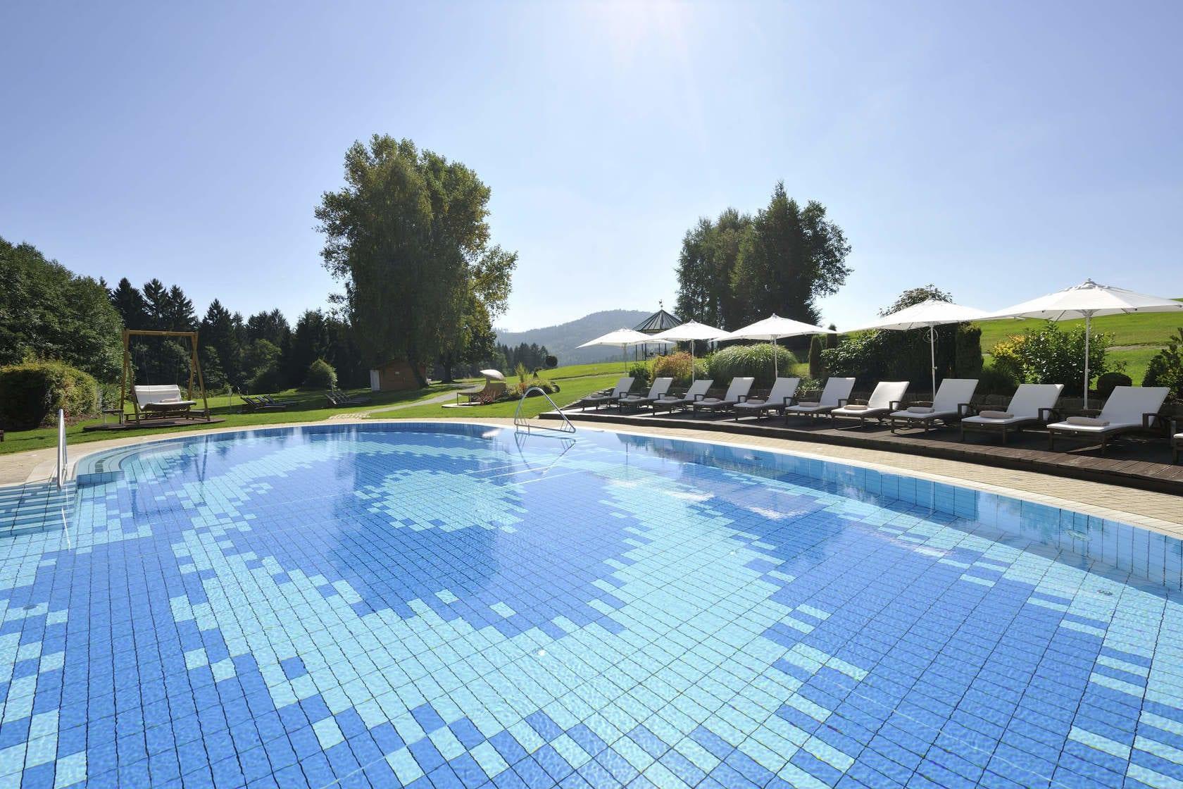 Außenpool Wellnesshotel Bodenmais Wellnessurlaub Swimmingpool Hotel ...
