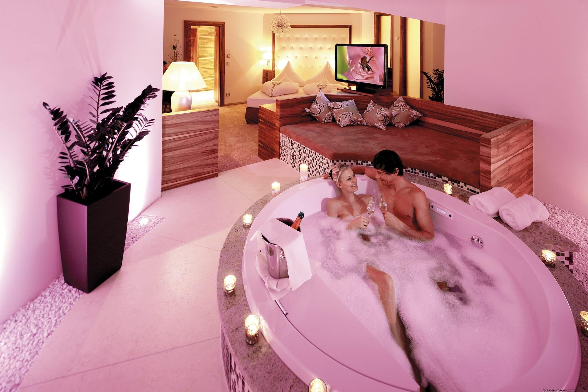 Luxus schlafzimmer mit whirlpool for Design hotel schwarzwald
